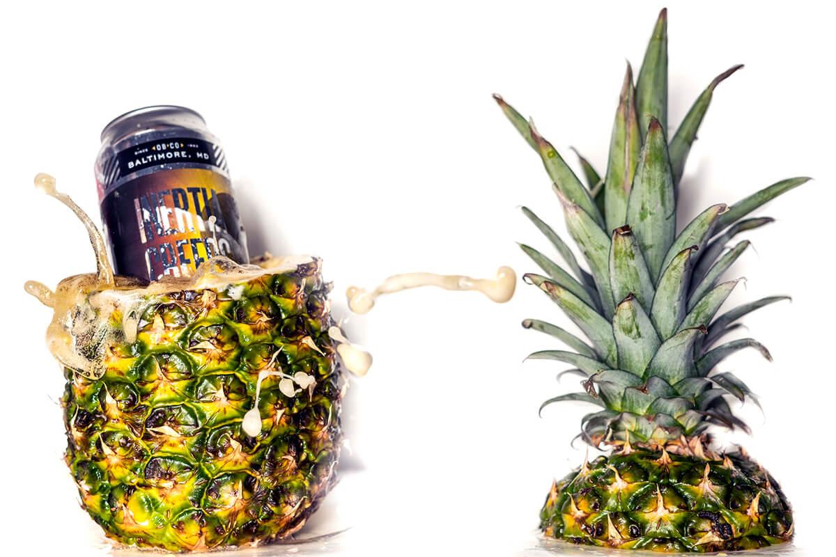 Ananas är upphälld med IPA öl som rinner ut