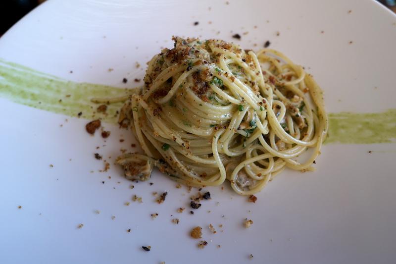Pastarätt från Da Tonino på Capri på en tallrik redo att avnjutas.